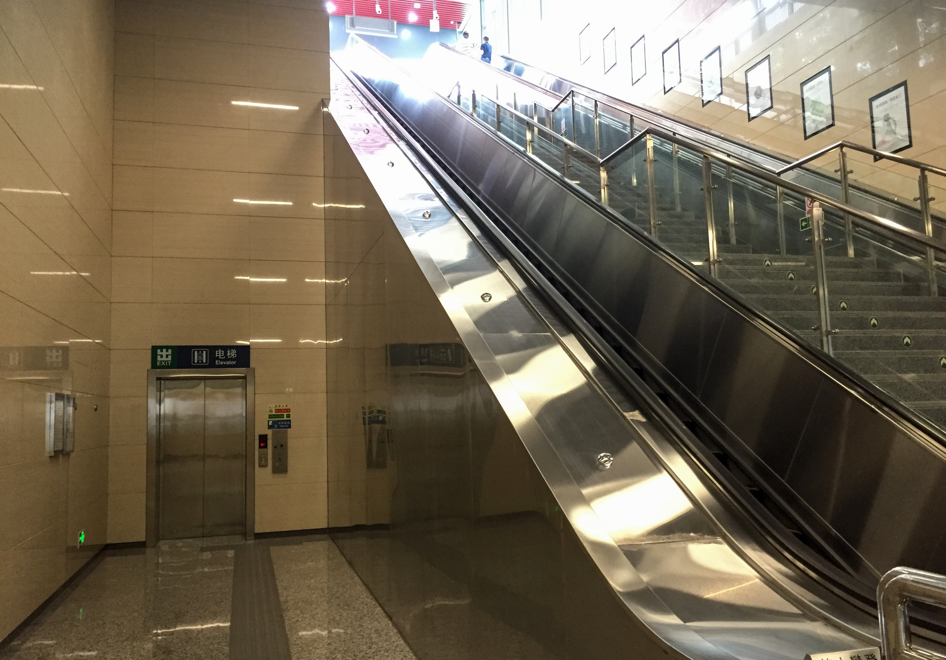 Lift_and_escalators_at_the_exit_D_of_Wenyanglu_Station_(20170618120154)